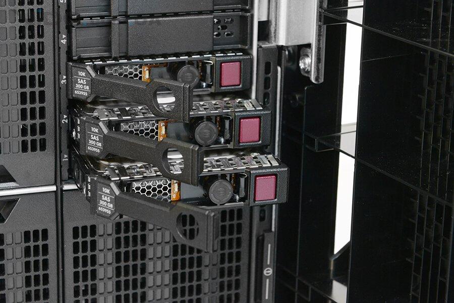 Чем отличаются SAS диски формата LFF и SFF