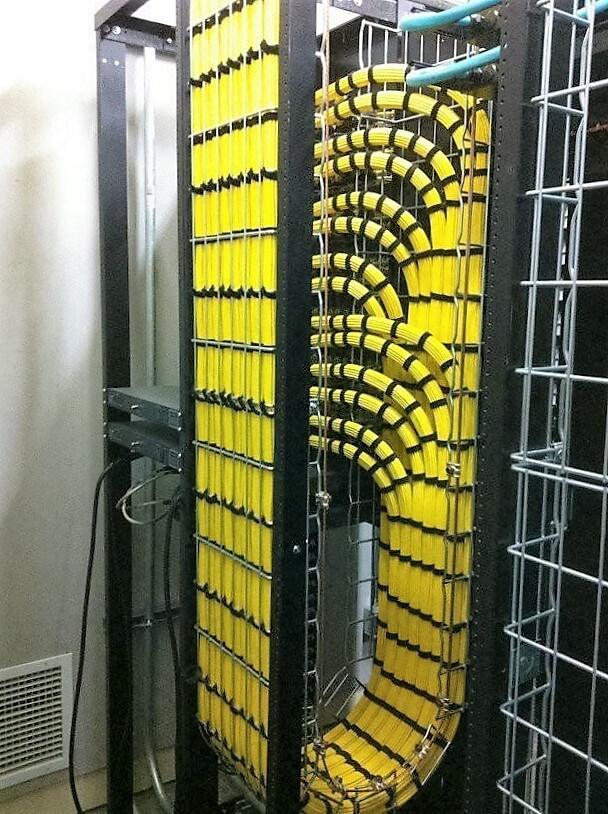Идеальная укладка кабеля в серверной-02