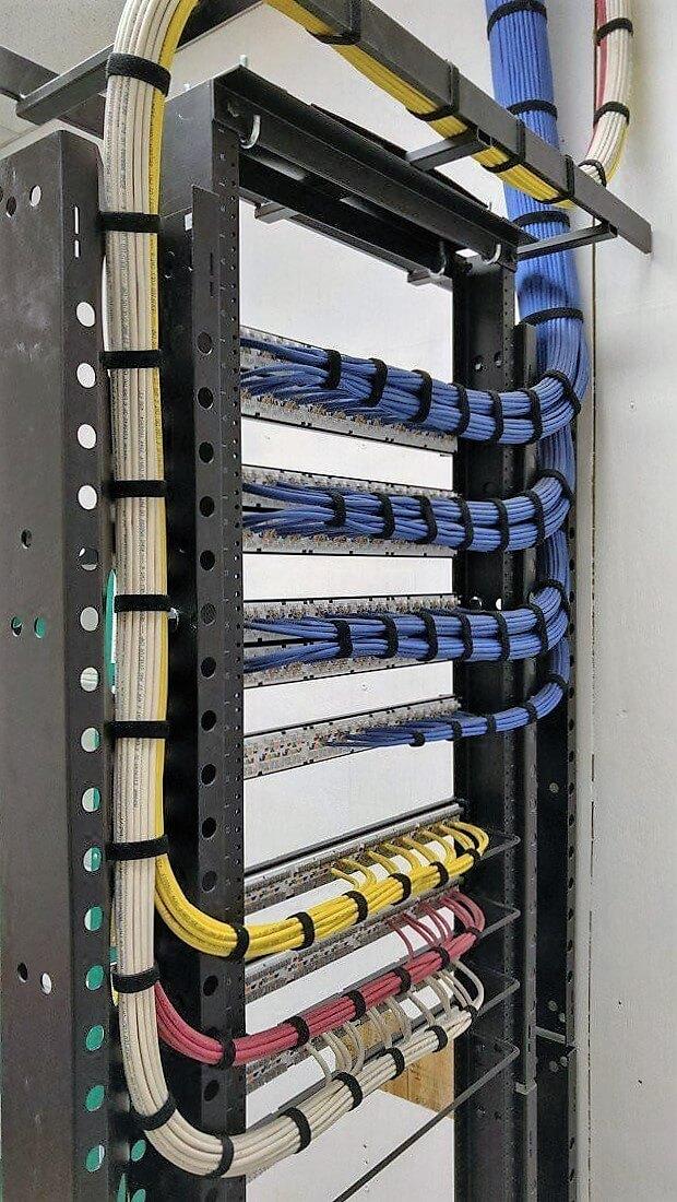 Идеальная укладка кабеля в серверной-03