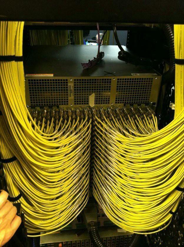Идеальная укладка кабеля в серверной-04